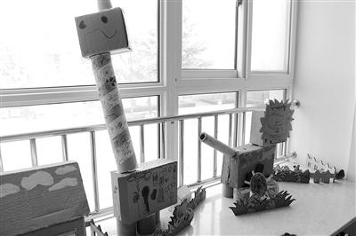 孩子们用纸箱做的动物艺术作品
