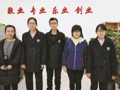 2016年11月,潍坊(上海)新纪元学校高二学生田森,张凯旋,苏程程,赵